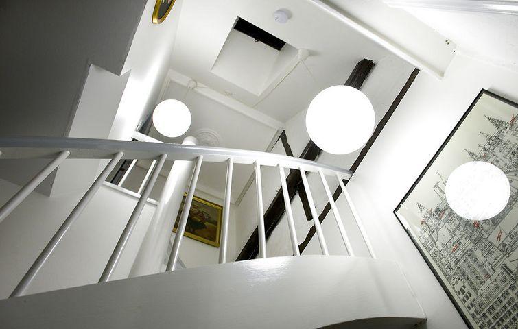 Belysningen i vores boliger tjener ikke kun praktiske form?l ...