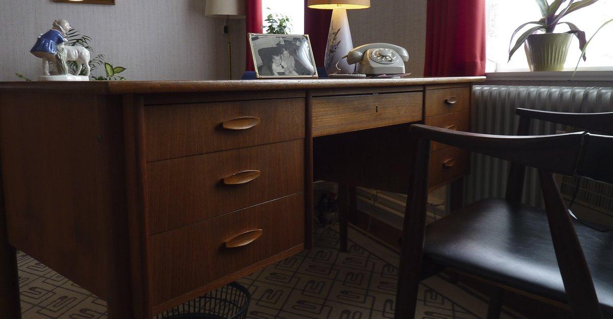 Picture of: Det Klassiske Skrivebord Hvor Blev Det Af