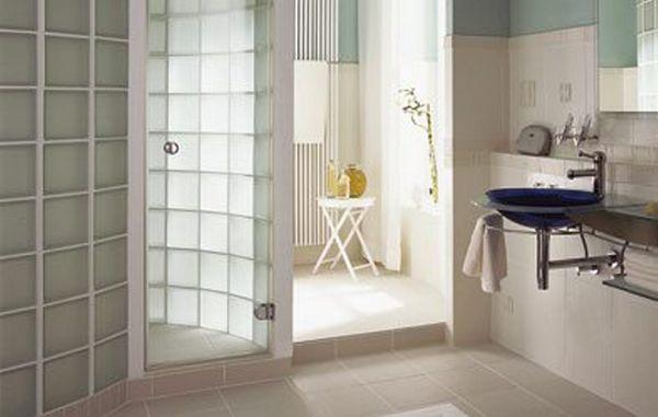 Badeværelse Med Brusekabine I Glasbyggesten