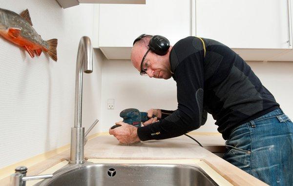 Gør det selv - Sådan sliber du køkkenbordspladen