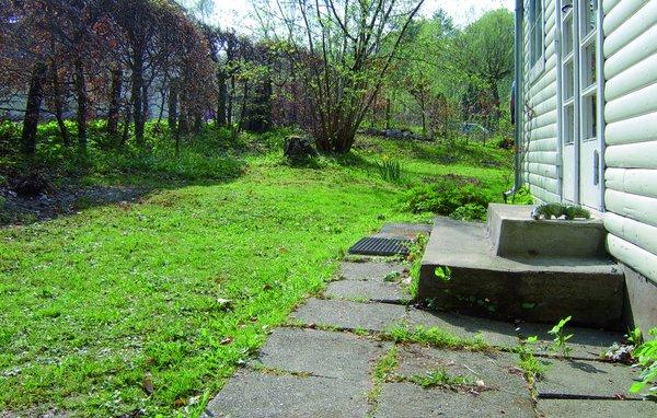 Fald på terræn tæt på huset