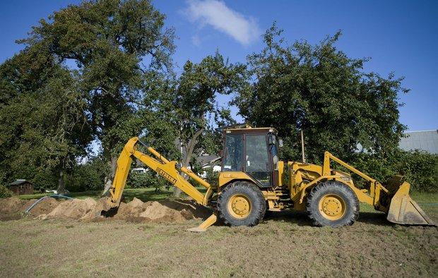 Udgravning i forbindelse med installation af jordvarmeanlæg.