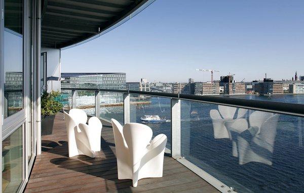 Få læ og bevar din udsigt med glasafskærmning på terrassen