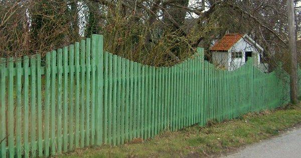 Moderne Skal du have plankeværk eller et fast hegn? UB-66