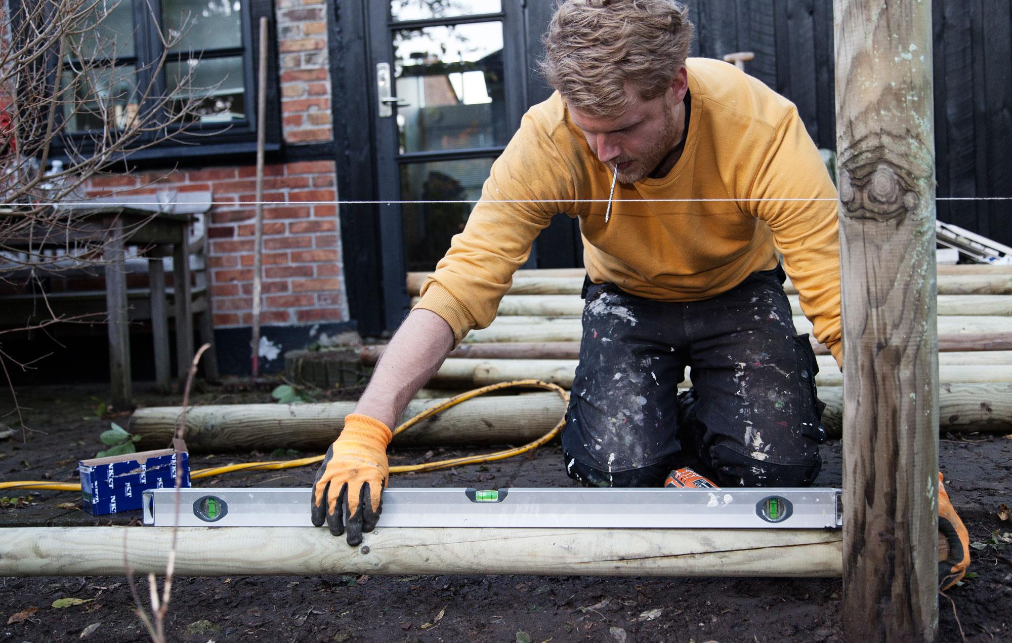 #9B6F30 Dette års Gør Det Selv: Sådan Bygger Du Et Raftehegn Gør Det Selv Plankeværk 5901 200012705901