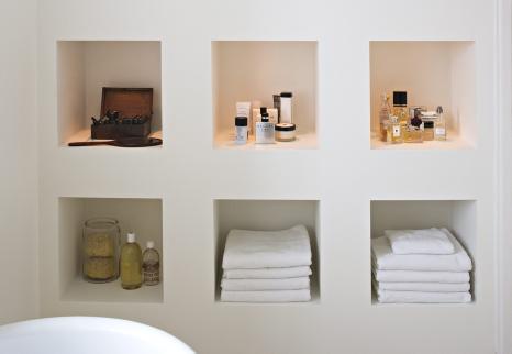 Sådan får du plads til toiletpapir på et minimalistisk badeværelse